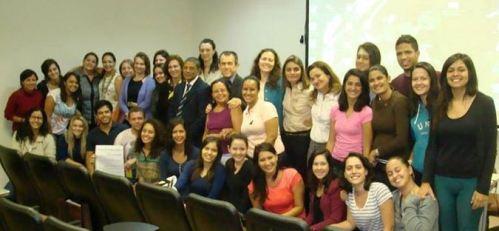 Professores e estudantes da UnB posam para foto durante a 75a SBEN