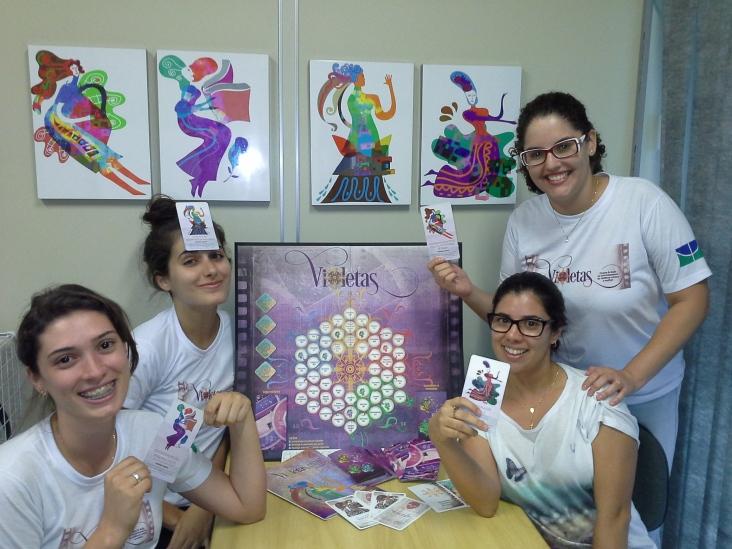 Laís, Laianna, Alanes e Faiga, bolsistas do projeto VIOLETAS !