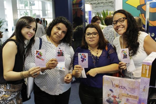 Público prestigia o stand o jogo Violetas no stand da ABen, no 68 CBen